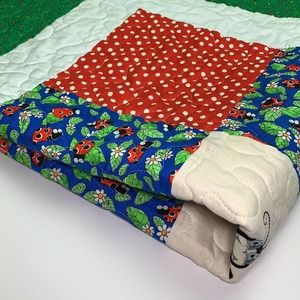Small quilt blanket/throw size approx 40x40in